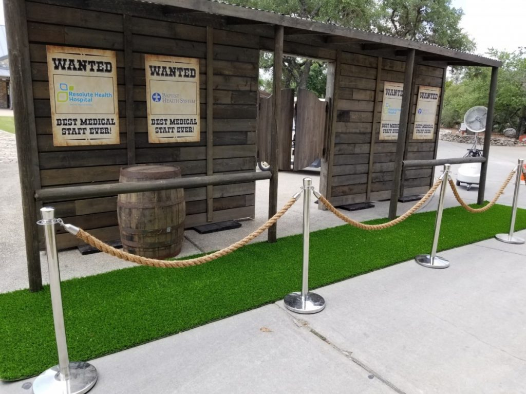 Green Turf Walkway with Burlap Ropes / Chrome Stanchions