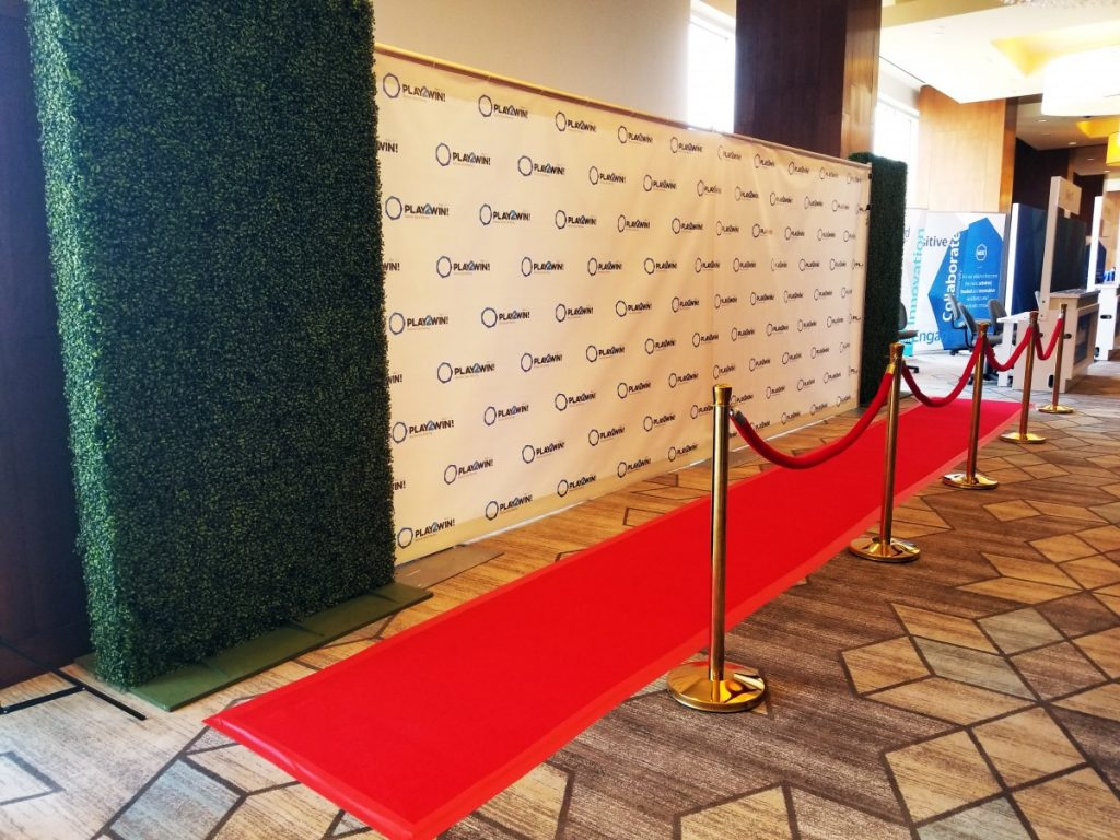 Hedge Walls with Step & Repeat Backdrop