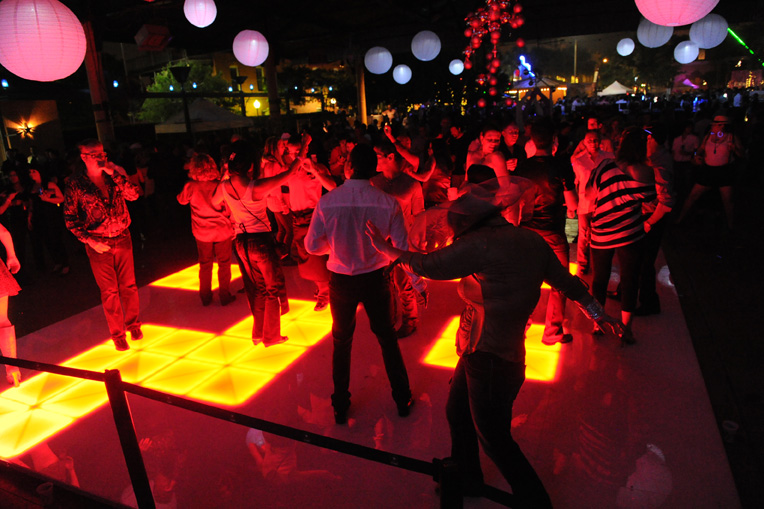 LED Dance Floor Can Be Synced with Music!