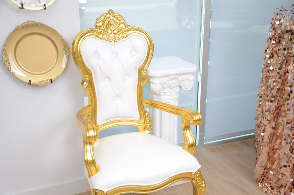 King's Chair - White/Gold